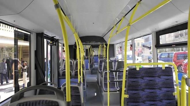 L'inaugurazione dell'autobus gigante