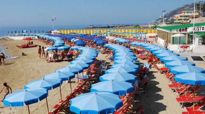 Mare Sanremo spiaggia estate ombrelloni