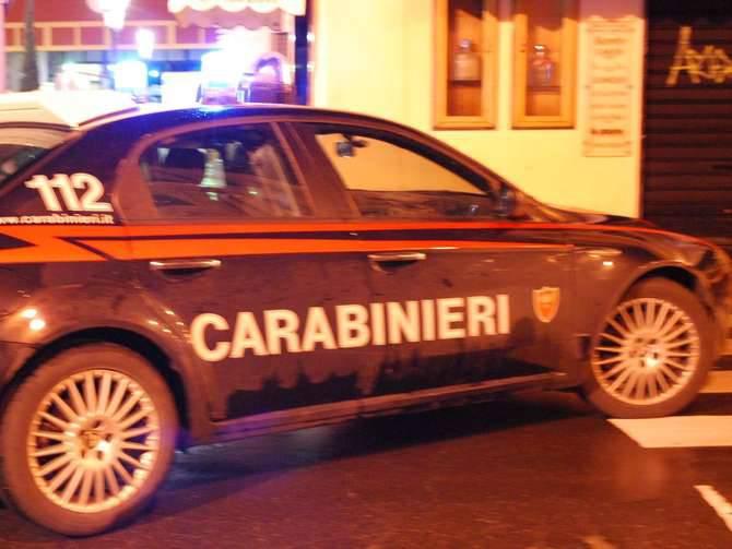 Auto cappottata Ventimiglia Consani Carabinieri Notturna