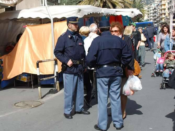 Mercato Sanremo controlli polizia carabinieri