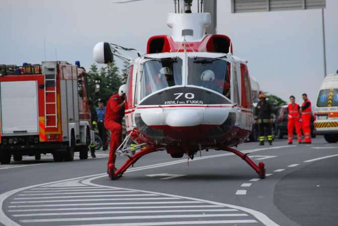 Elicottero In Tedesco : Subacqueo tedesco colpito da embolia a marina degli aregai
