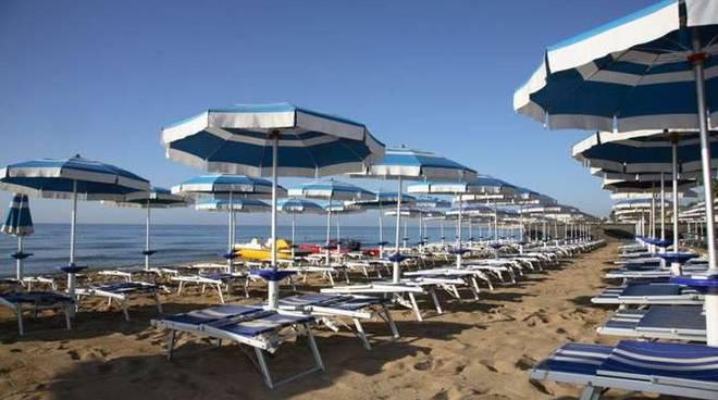 Stabilimento balneare ombrelloni spiaggia lido