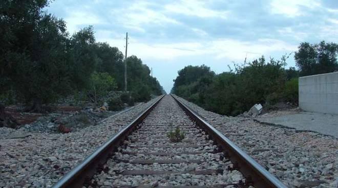 Ferrovia binari linea ferroviaria
