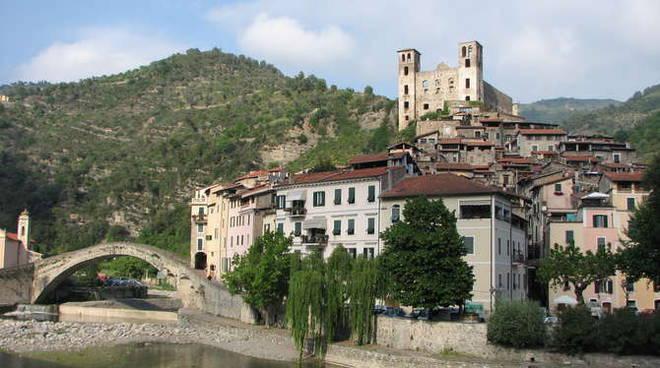 Dolceacqua Castello Doria generica panoramica