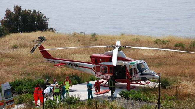 Elicottero Verde : Bambino trasportato in elicottero al quot gaslini di genova