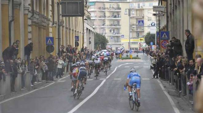 Il passaggio della Milano-Sanremo a Imperia