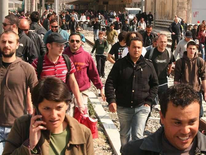 manifestazione centri sociali natalino fanma antirazzista ventimiglia migranti