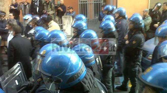 manifestazione pro tunisini polizia antisommossa