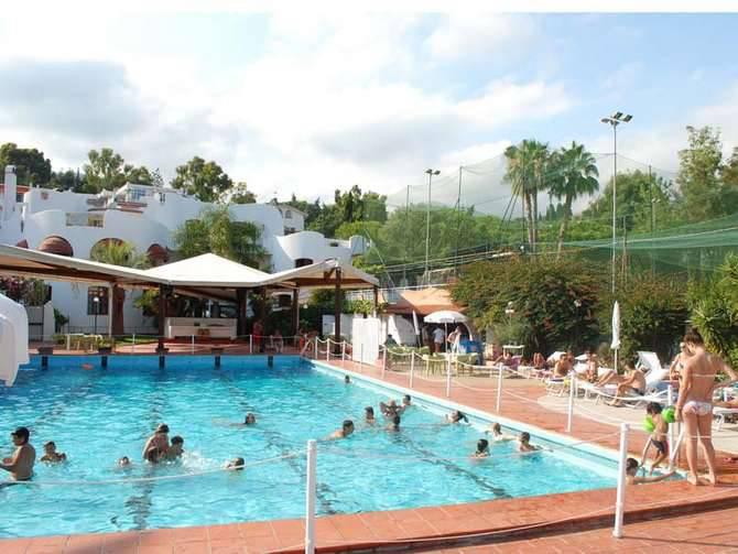 Estate gi iniziata al resort solaro sporting di sanremo - Piscine gia pronte prezzi ...