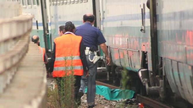 clochard morto sotto treno suicidio vallecrosia ferrovia