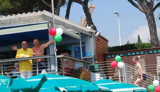 Anche i bagni lino di diano marina hanno voluto festeggiare i