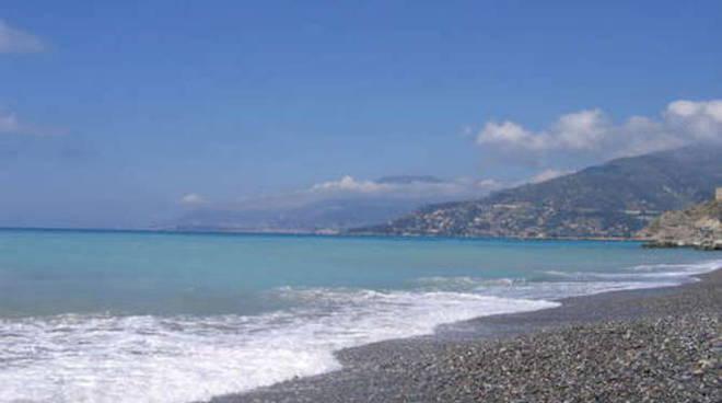 Spiaggia lungomare Varaldo a Ventimiglia