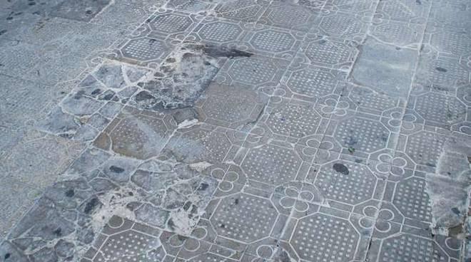 Donna caduta marciapiede mc donald piazza colombo Sanremo