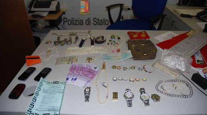 Polizia gioielli sequestrati