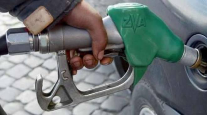 Caro gasolio benzina generica