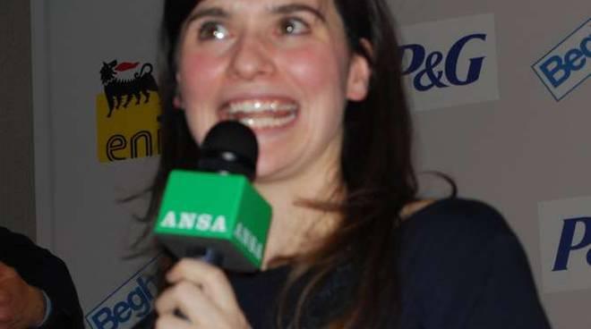Nella Vasca Da Bagno Del Tempo Erica Mou.Festival Sanremo 2012 Erica Mou Vince Il Premio Della Critica Mia