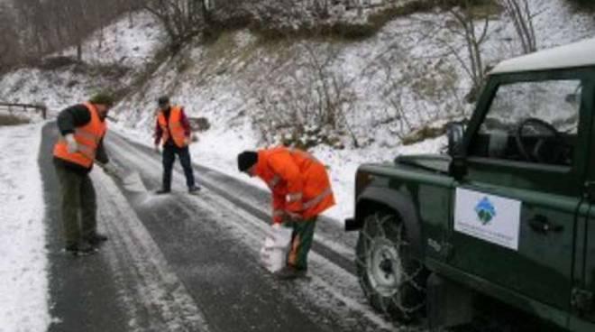Strada ghiaccio sale generica