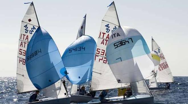 Classe 420 e 470 di vela: tante regate oggi a Marina degli Aregai