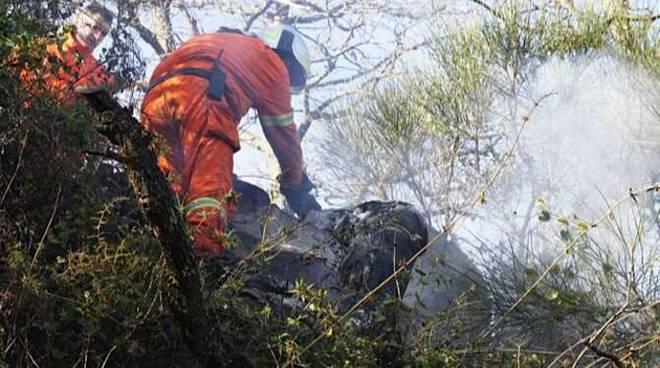 incendio pietrabruna elicottero antincendio volontari forestale regione liguria marzo 2012