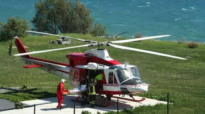 Elicottero Vigili Del Fuoco Verde : Devono ricostruirgli il naso bambino di due anni in