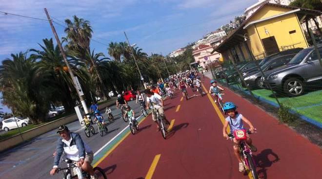 Pedalata in bicicletta con la polizia municipale 2012