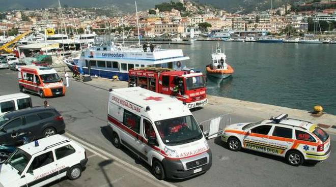esercitazione antincendio soccorso persona 118 vigili fuoco capitaneria porto sanremo porto vecchio 2012 giugno