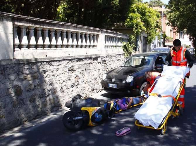 scontro auto scooter alla foce di sanremo ferita una donna di 43 anni fotoservizio riviera24. Black Bedroom Furniture Sets. Home Design Ideas