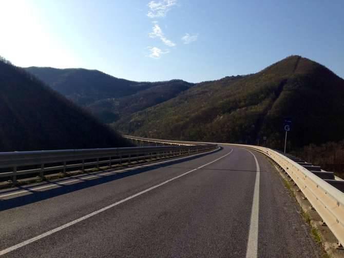 Cavalcavia statale 28 Pieve di Teco suicidio 16 aprile