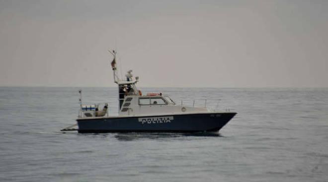 generica motovedetta polizia disperso in mare dopo furto al prino imperia