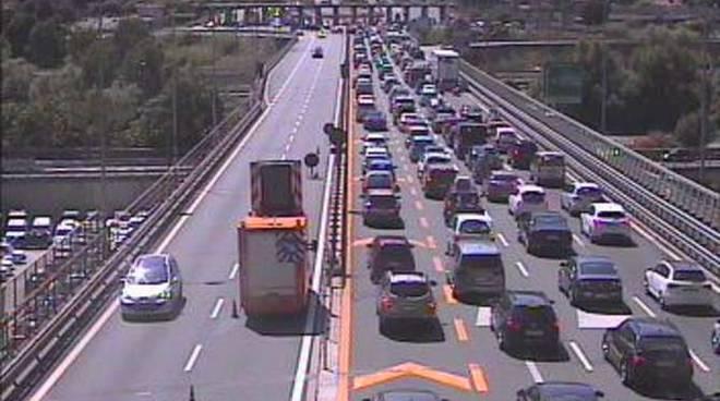 Coda A10 Autofiori Barriera autostrada Ventimiglia