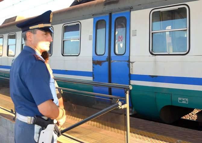 Controlli polizia treni senegalesi contraffazione bordighera