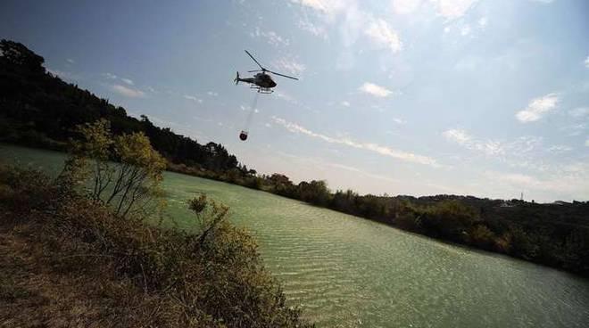 elicottero incendio Sanremo generica