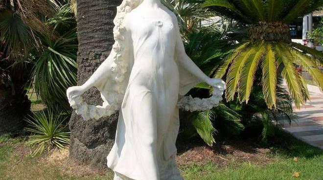 Statua primavera corso imperatrice generica