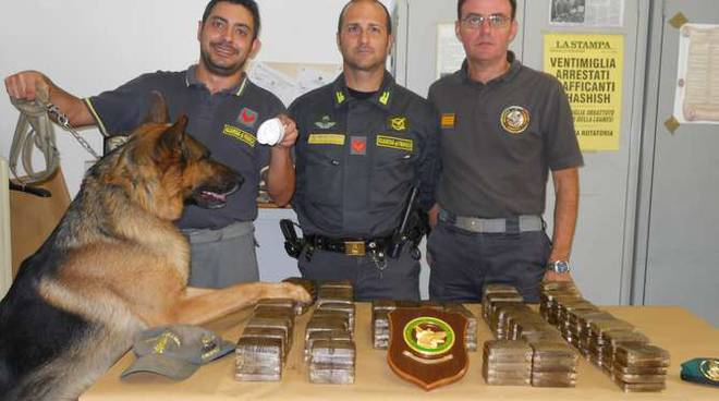 Sequestro hascisc Ventimiglia Guardia di Finanza 28 kg
