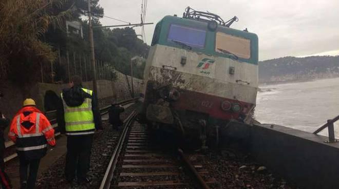 Frana ferrovia  Andora treno deragliamento