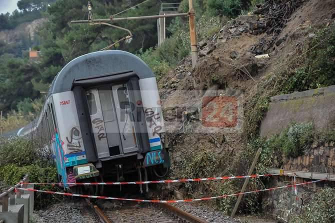 coda treno deragliato ad andora intercity 660 4/2/14
