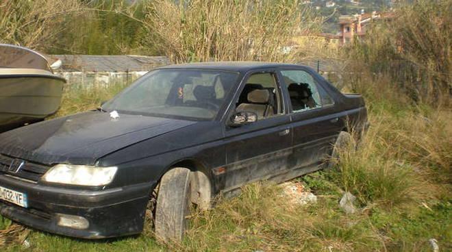 auto abbandonata camporosso