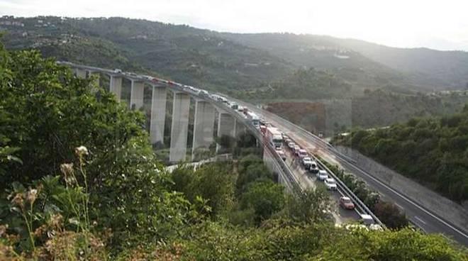 Domenica di lunghe code nelle autostrade liguri