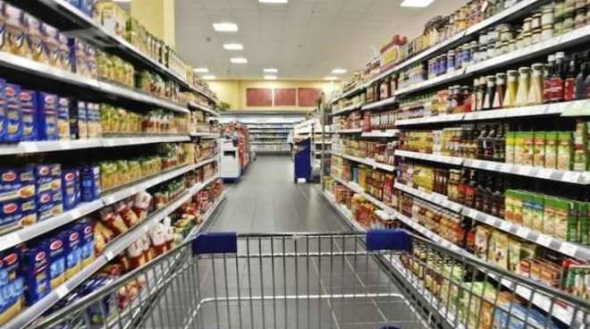 scaffali spesa carrello supermercato