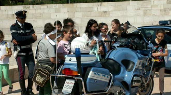alunni ragazzi polizia legalità scuola