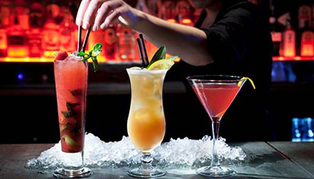 barman barista cocktail drink generica