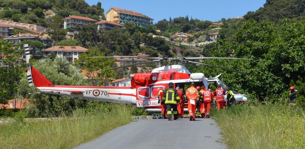 Elicottero Croce Rossa Italiana : Elisoccorso del a bordighera per un ferito rischio