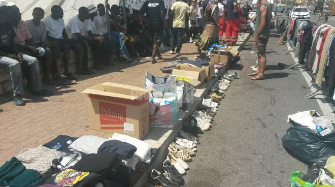 mercatino bazar migranti profughi