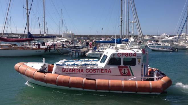 soccorsi 118 115 porto incendio nave guardia costiera