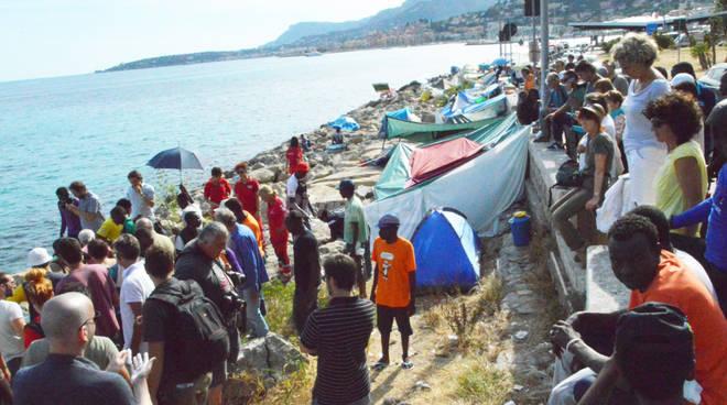 Vauro in frontiera dai migranti profughi
