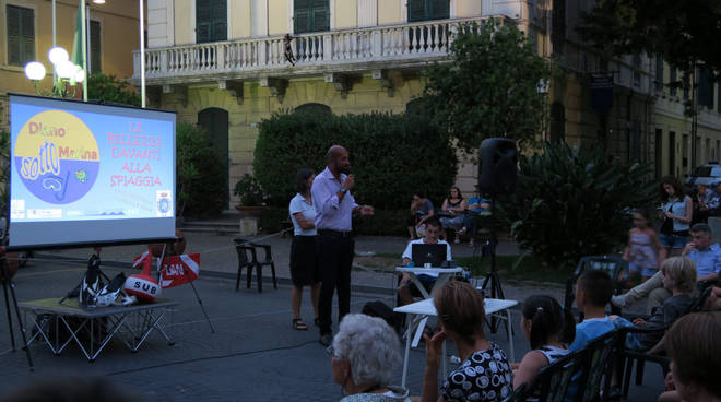 conferenza in piazza diano marina