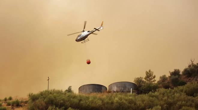 elicottero antincendio boschivo