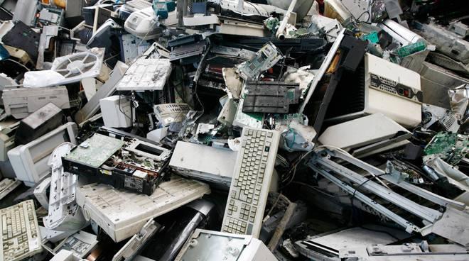 computer rotti rifiuti elettrici elettronici