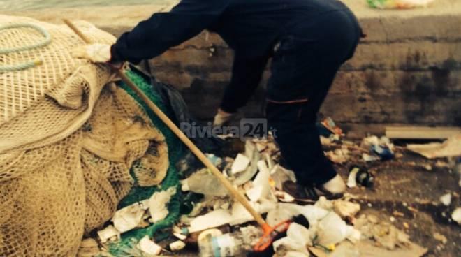 pulizia porto vecchio volpe sanremo