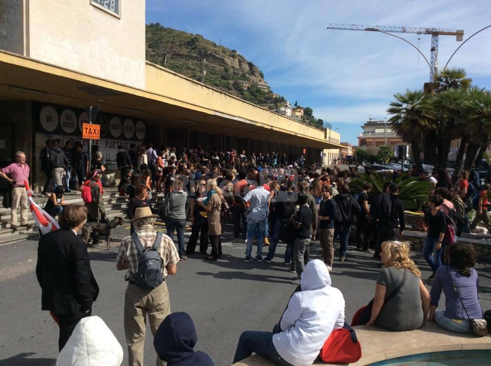 Ventimiglia, i no borders scendono in piazza per manifestare